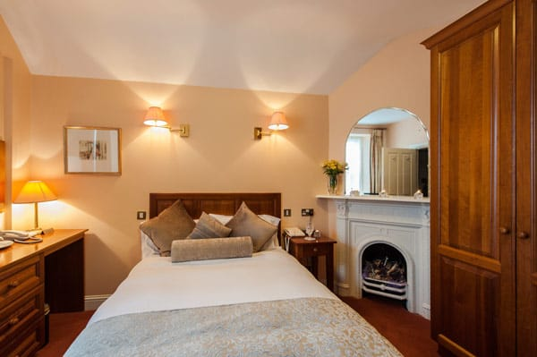 guest room with en-suite shower room